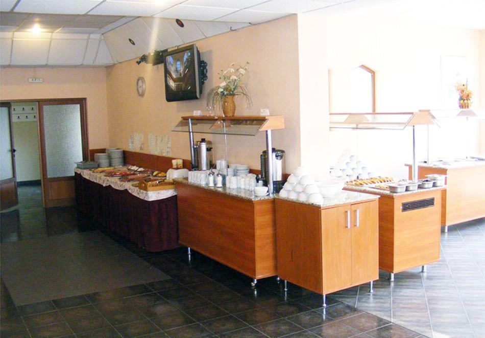 Нощувка на човек със закуска + 2 басейна в хотел Наслада***, Балчик, снимка 10
