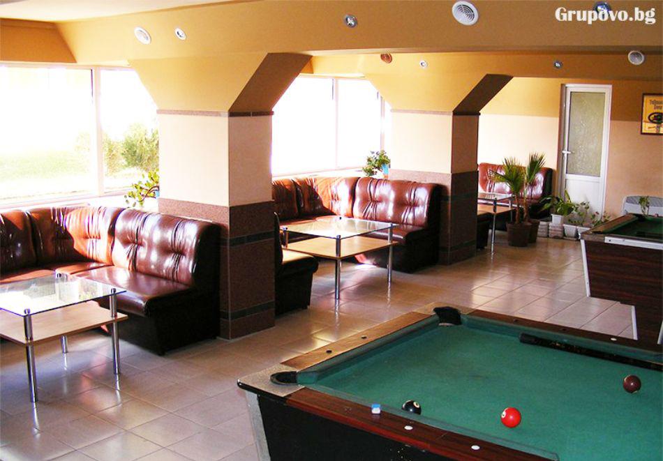 Нощувка на човек със закуска + 2 басейна в хотел Наслада***, Балчик, снимка 13