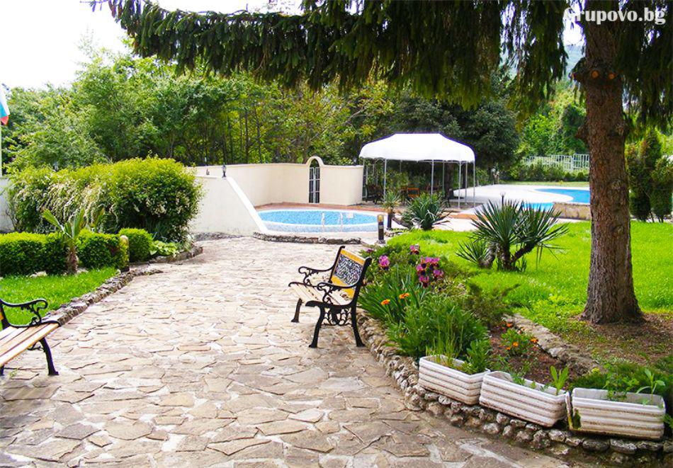 Нощувка на човек със закуска + 2 басейна в хотел Наслада***, Балчик, снимка 18