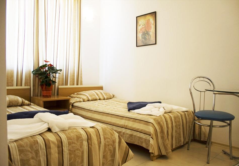 Нощувка на човек със закуска, обяд* и вечеря + басейн в апарт-хотел Съни Хаус, Слънчев бряг, снимка 6