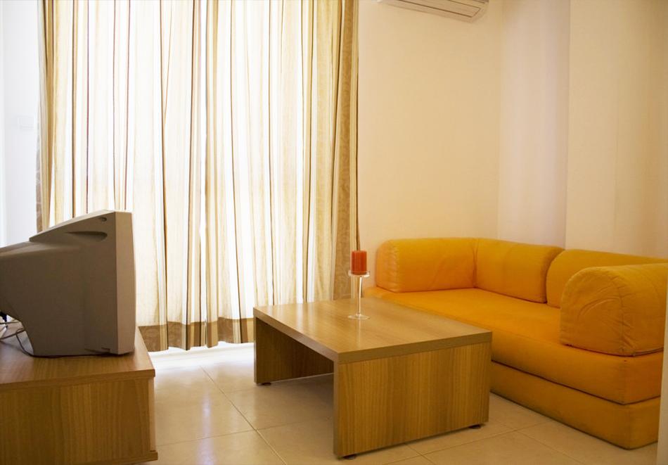 Нощувка на човек със закуска, обяд* и вечеря + басейн в апарт-хотел Съни Хаус, Слънчев бряг, снимка 7