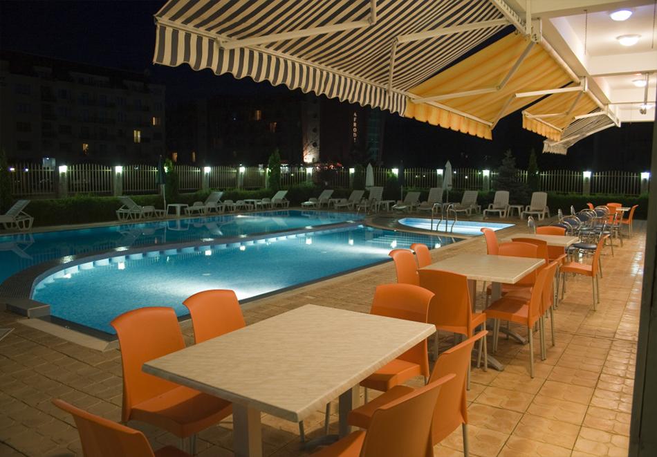 Нощувка на човек със закуска, обяд* и вечеря + басейн в апарт-хотел Съни Хаус, Слънчев бряг, снимка 8