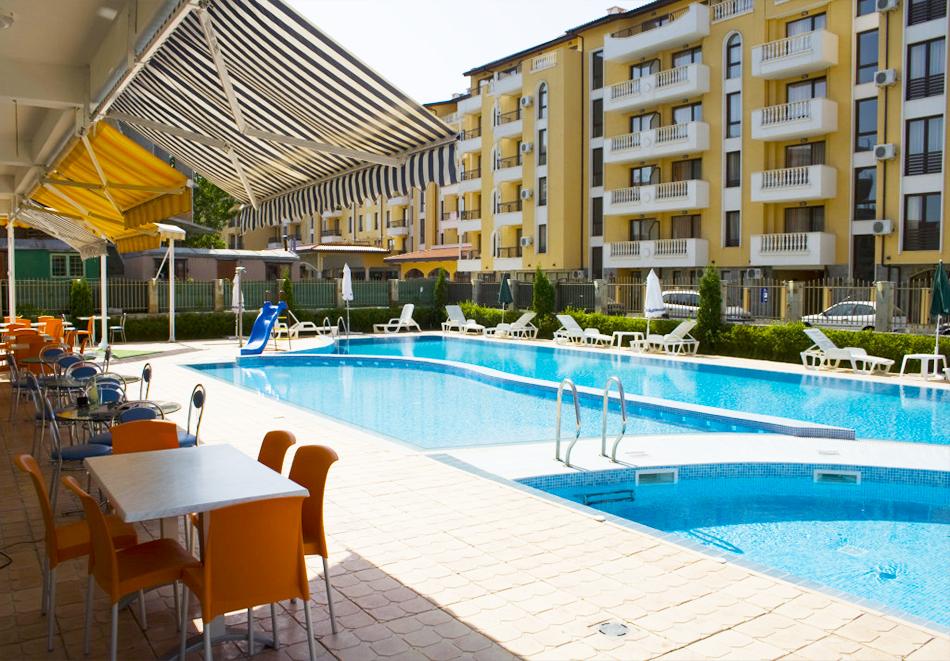 Нощувка на човек със закуска, обяд* и вечеря + басейн в апарт-хотел Съни Хаус, Слънчев бряг, снимка 2