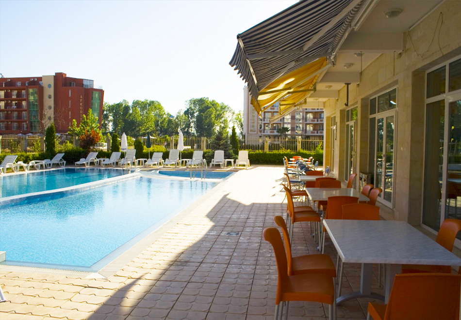 Нощувка на човек със закуска, обяд* и вечеря + басейн в апарт-хотел Съни Хаус, Слънчев бряг, снимка 4