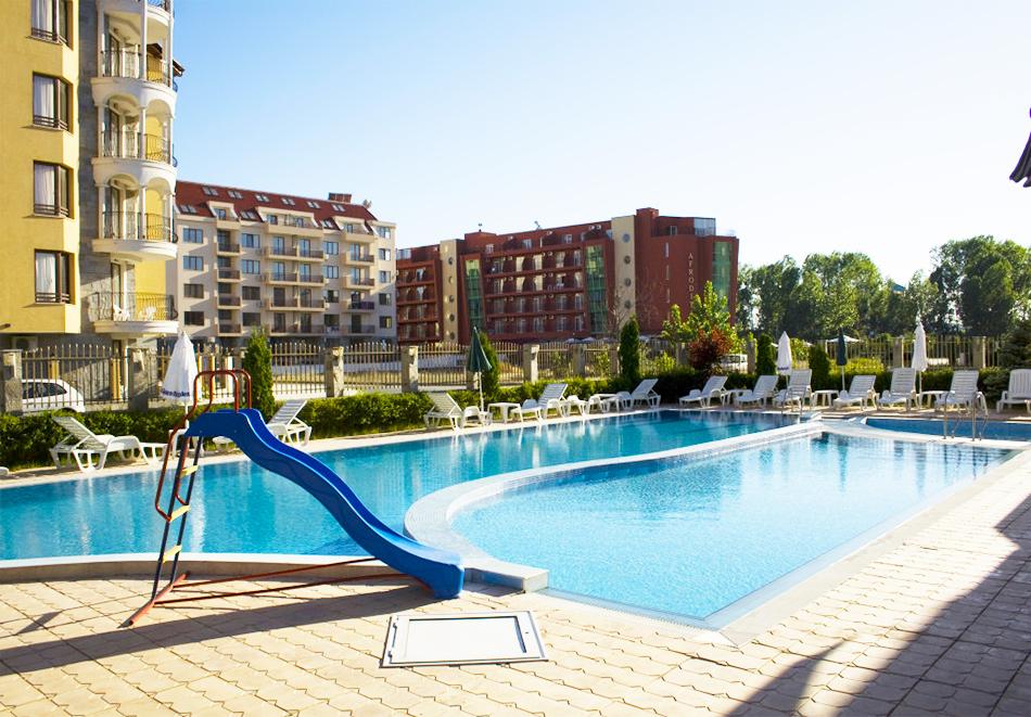 Нощувка на човек със закуска, обяд* и вечеря + басейн в апарт-хотел Съни Хаус, Слънчев бряг, снимка 3