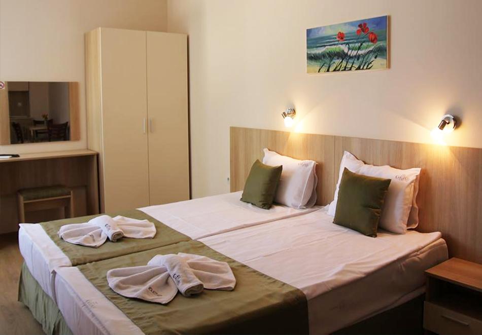Нощувка със закуска на човек + басейн в хотел Карлово, Слънчев бряг, снимка 15