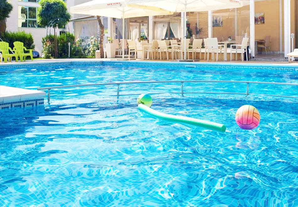 Нощувка със закуска на човек + басейн в хотел Карлово, Слънчев бряг, снимка 14
