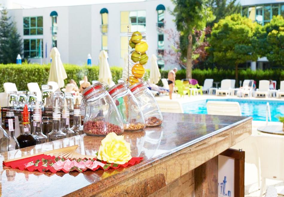 Нощувка със закуска на човек + басейн в хотел Карлово, Слънчев бряг, снимка 10