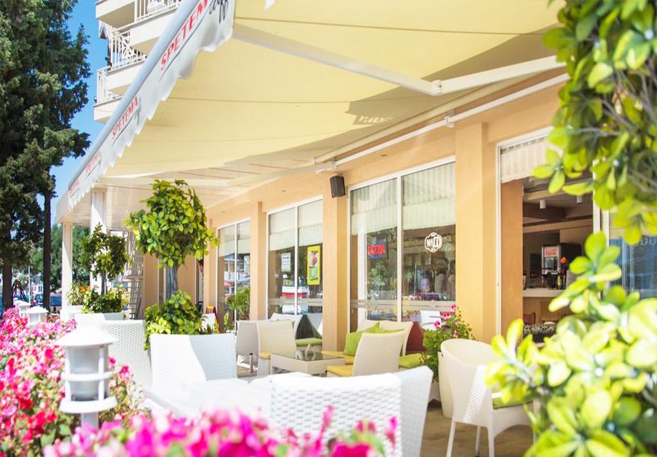 Нощувка със закуска на човек + басейн в хотел Карлово, Слънчев бряг, снимка 6