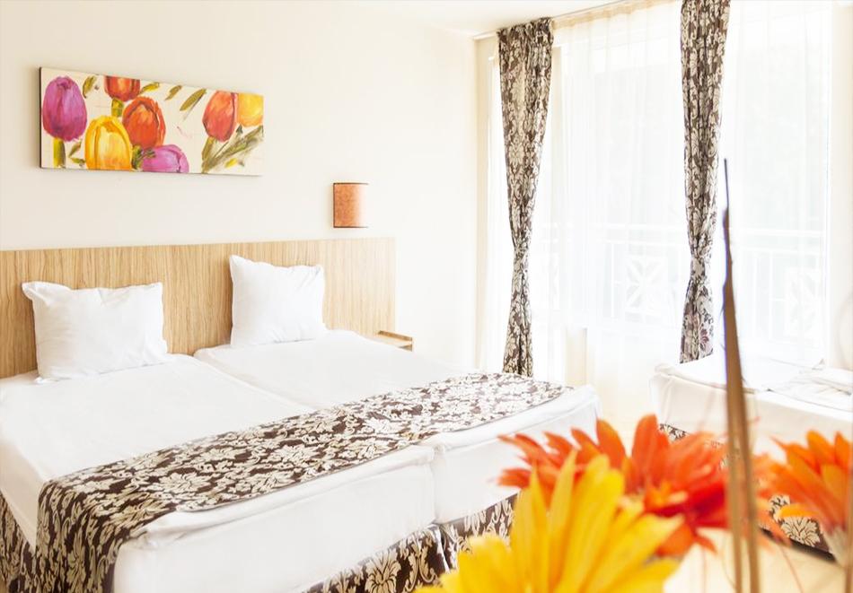 Нощувка със закуска на човек + басейн в хотел Карлово, Слънчев бряг, снимка 5