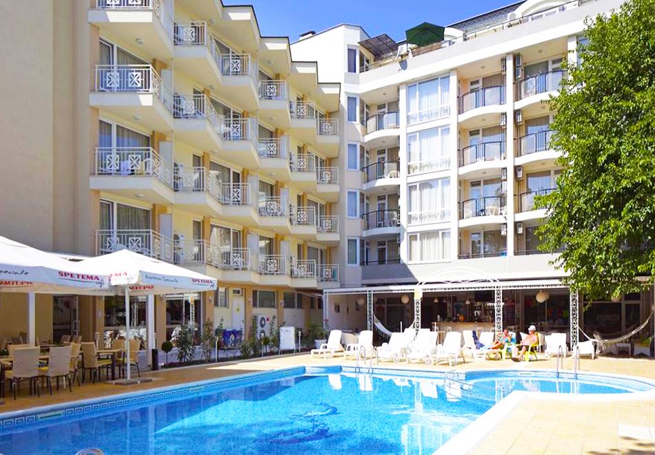 Нощувка със закуска на човек + басейн в хотел Карлово, Слънчев бряг, снимка 4