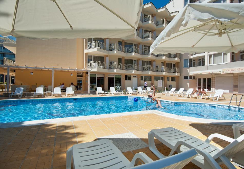 Нощувка със закуска на човек + басейн в хотел Карлово, Слънчев бряг, снимка 16