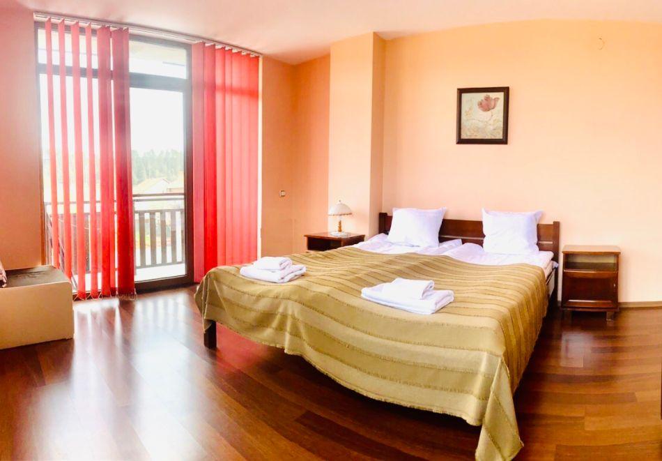 Нощувка за двама със закуска + минерален басейн в семеен хотел Карпе Дием, с. Баня, до Банско, снимка 8