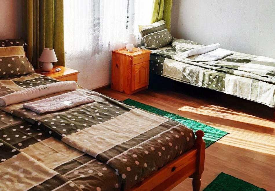 Наем за 1 нощувка на самостоятелна къща до 17 човека от къща за гости Елена, с. Полковник Серафимово, край Смолян, снимка 8