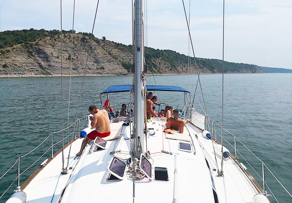 1 час разходка с яхта за до 12 човека + екипаж и гориво от Яхта Мис Мелина, снимка 8