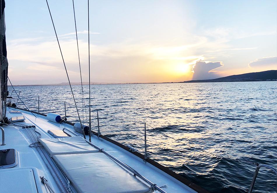 1 час разходка с яхта за до 12 човека + екипаж и гориво от Яхта Мис Мелина, снимка 7