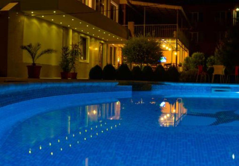 Нощувка на човек + басейн в Апартаменти Голдън Хаус, Златни пясъци, снимка 14