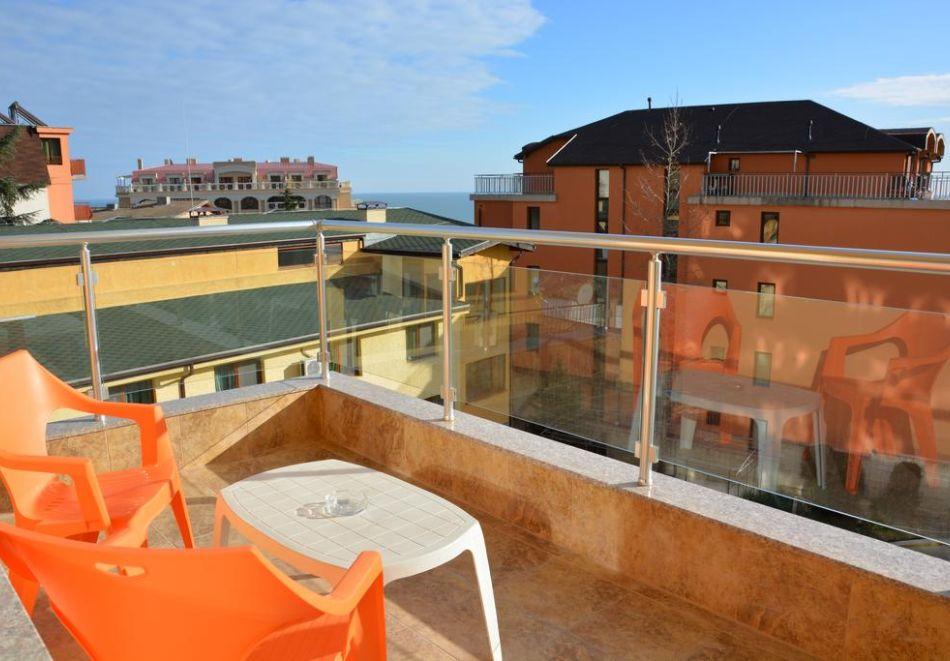 Нощувка на човек + басейн в Апартаменти Голдън Хаус, Златни пясъци, снимка 10