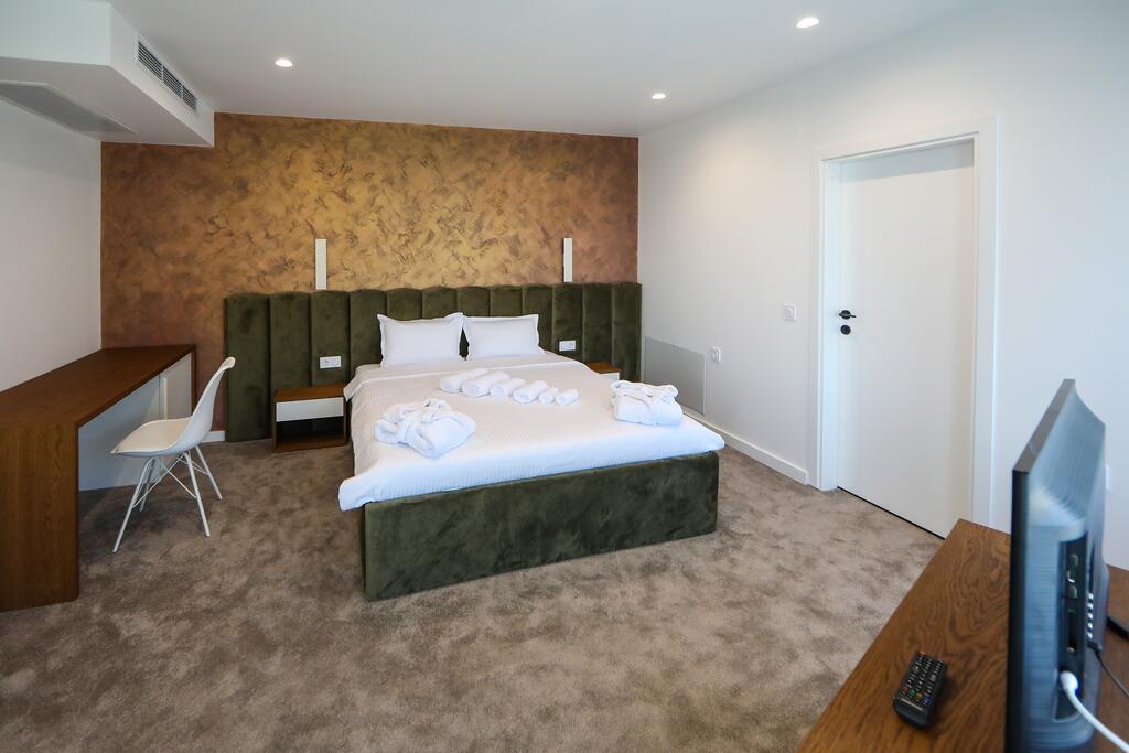 Нощувка със закуска с капацитет до 8 човека + сауна и джакузи с минерална вода от Къща за гости Графит, Огняново, снимка 6