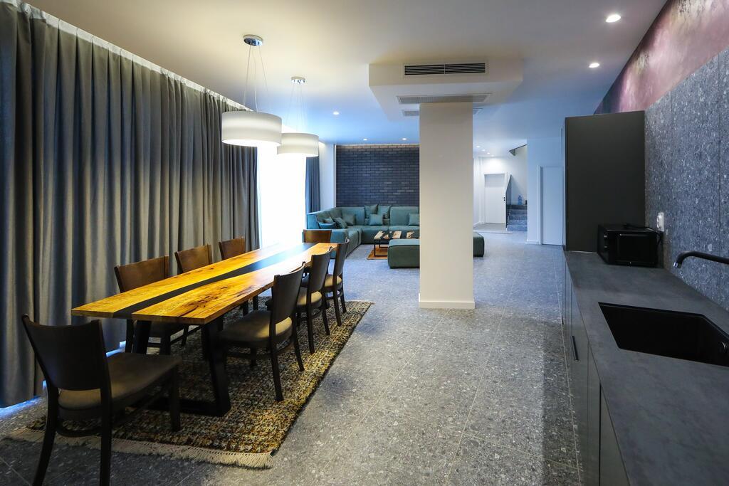 Нощувка със закуска с капацитет до 8 човека + сауна и джакузи с минерална вода от Къща за гости Графит, Огняново, снимка 10