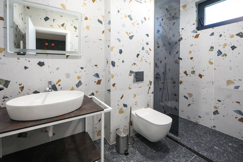 Нощувка със закуска с капацитет до 8 човека + сауна и джакузи с минерална вода от Къща за гости Графит, Огняново, снимка 13