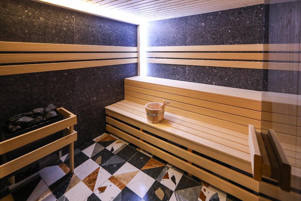 Нощувка със закуска с капацитет до 8 човека + сауна и джакузи с минерална вода от Къща за гости Графит, Огняново, снимка 15