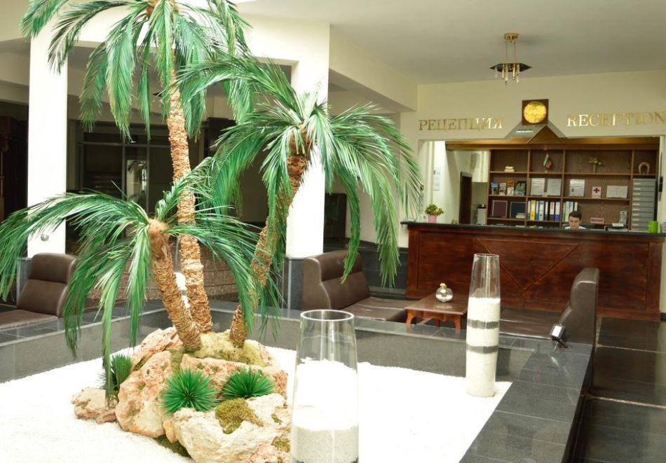 Нощувка на човек със закуска, обяд и вечеря + басейн в хотел Белвю, Златни пясъци, снимка 16