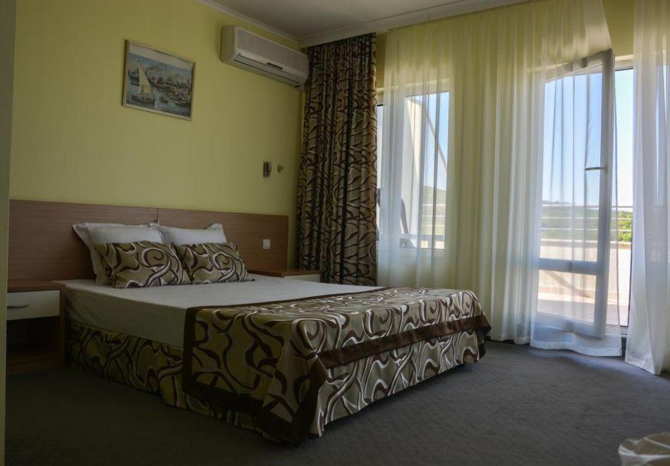 Нощувка на човек със закуска, обяд и вечеря в хотел Белвю, Златни пясъци, снимка 14