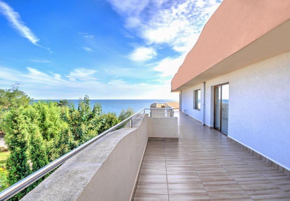 Нощувка на човек + басейн в хотел Капри, на ПЪРВА ЛИНИЯ в Несебър, снимка 13