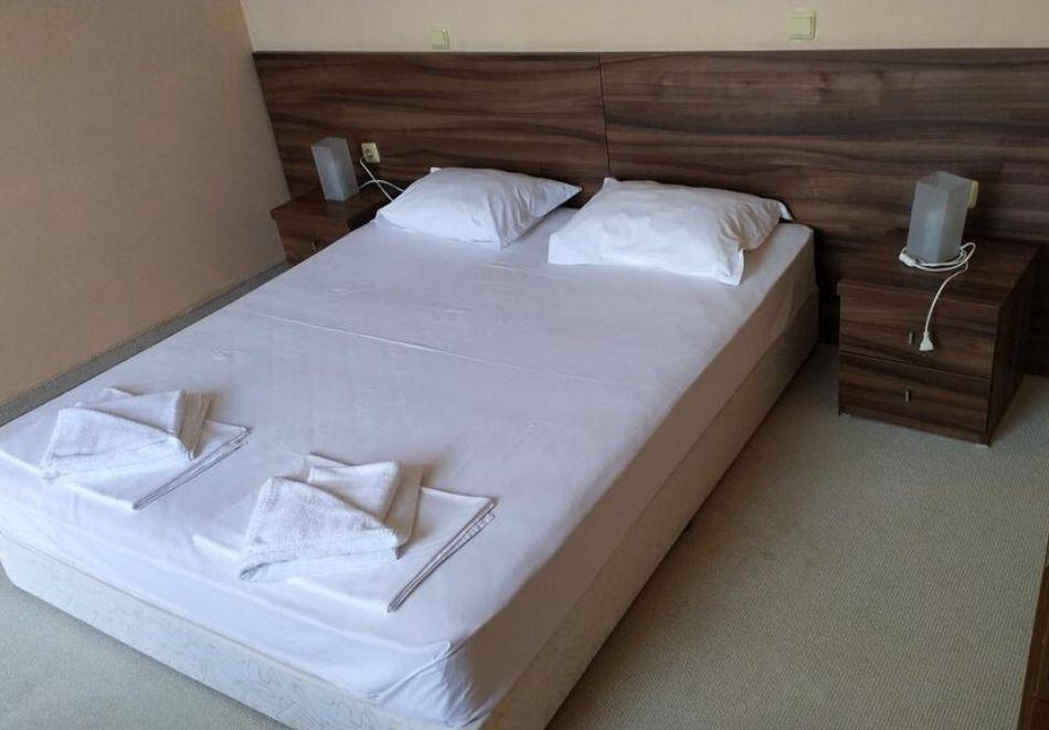 Нощувка за трима + 1 дете в апартамент в хотел Парадайс Бей, Созопол, снимка 5
