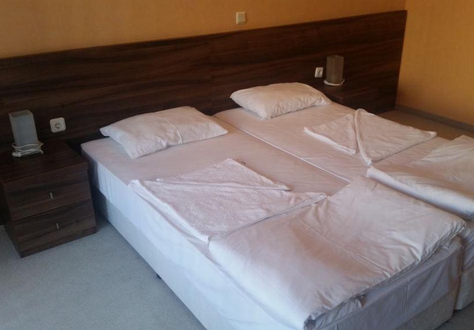 Нощувка за трима + 1 дете в апартамент в хотел Парадайс Бей, Созопол, снимка 6