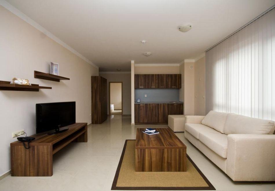 Нощувка за трима + 1 дете в апартамент в хотел Парадайс Бей, Созопол, снимка 7