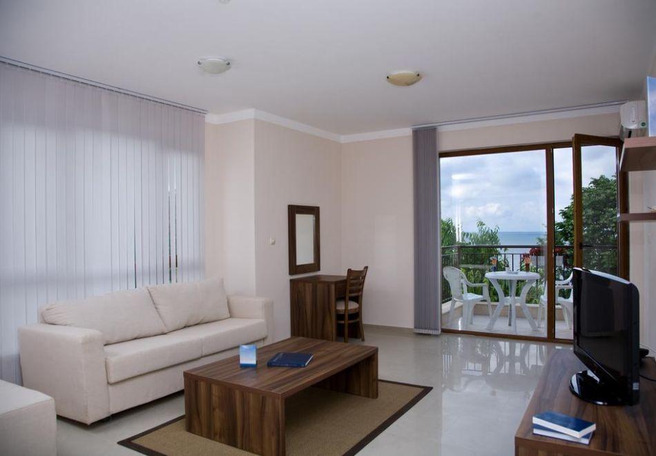 Нощувка за трима + 1 дете в апартамент в хотел Парадайс Бей, Созопол, снимка 10