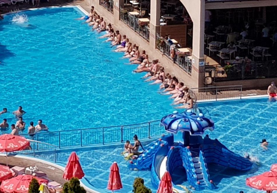 На 100 метра от плажа! Нощувка на човек на база All inclusive + 2 басейна и анимация в хотел Алба****, Слънчев Бряг. Дете до 12г. - БЕЗПЛАТНО, снимка 4