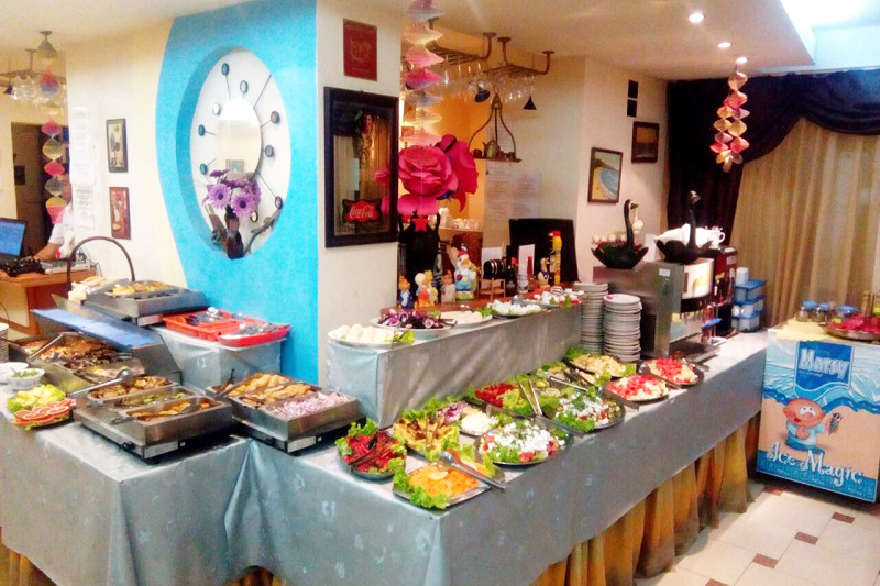 Нощувка със закуска и вечеря за двама + две деца до 12г. + басейн в семеен хотел Грийн Палас, Китен, снимка 11