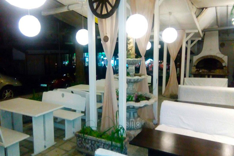 Нощувка със закуска и вечеря за двама + две деца до 12г. + басейн в семеен хотел Грийн Палас, Китен, снимка 8