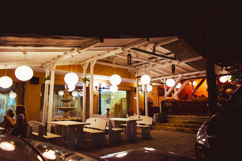 Нощувка със закуска и вечеря за двама + две деца до 12г. + басейн в семеен хотел Грийн Палас, Китен, снимка 7