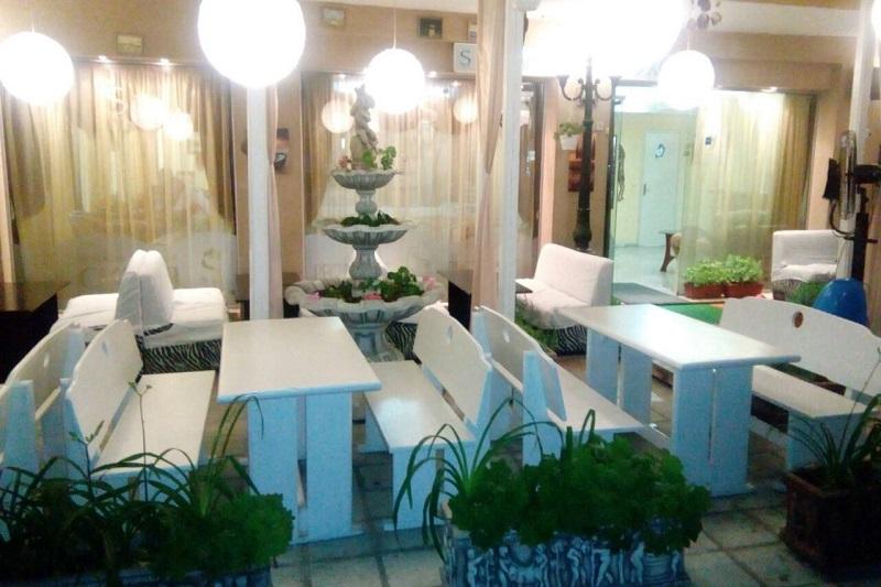Нощувка със закуска и вечеря за двама + две деца до 12г. + басейн в семеен хотел Грийн Палас, Китен, снимка 9