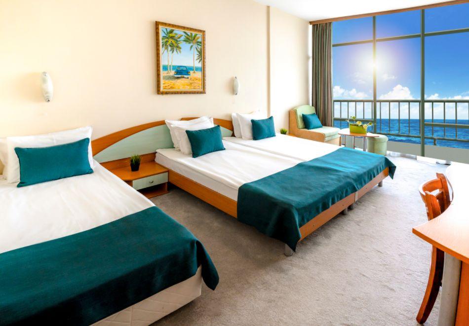 Почивка в Златни пясъци на 30м. от плажа! Нощувка на човек със закуска и вечеря + басейн в хотел Палм Бийч, снимка 6