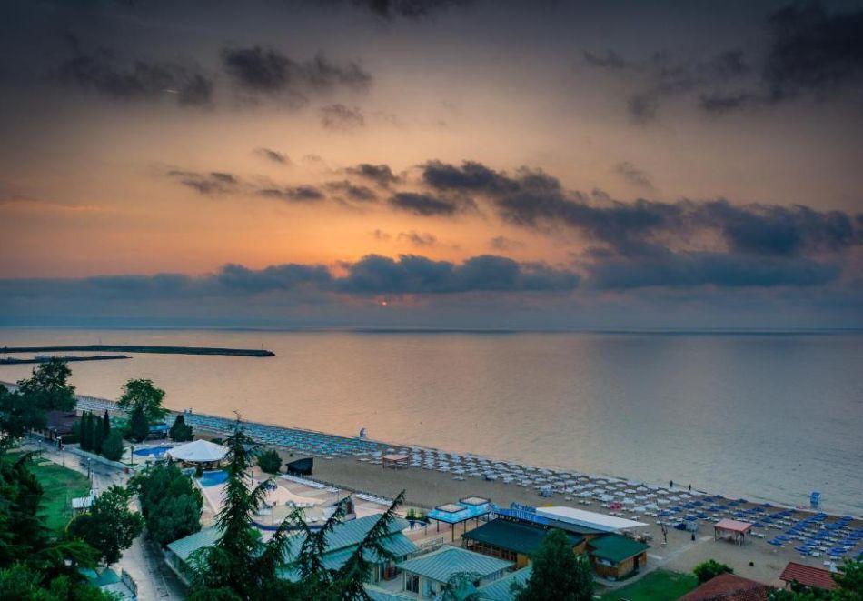 Почивка в Златни пясъци на 30м. от плажа! Нощувка на човек със закуска и вечеря + басейн в хотел Палм Бийч, снимка 11