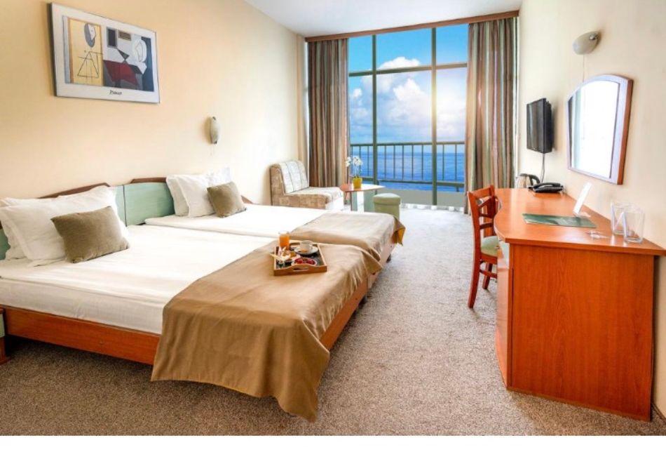 Почивка в Златни пясъци на 30м. от плажа! Нощувка на човек със закуска и вечеря + басейн в хотел Палм Бийч, снимка 7
