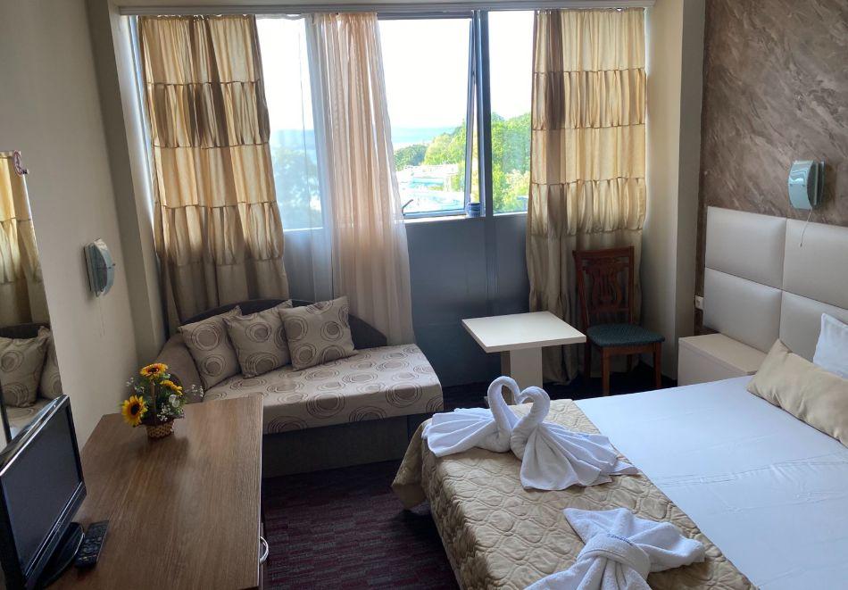 На ПЪРВА линия в Китен! Нощувка на човек на база All Inclusive + басейн в Хотел Каменец***, снимка 7