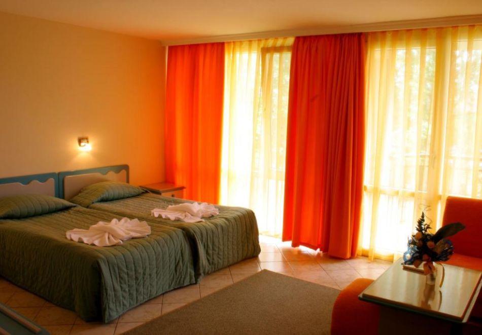 Нощувка на човек  студио със закуска и вечеря + Аквапарк и басейн в хотел Искър, Слънчев бряг на 60м. от плажа, снимка 12