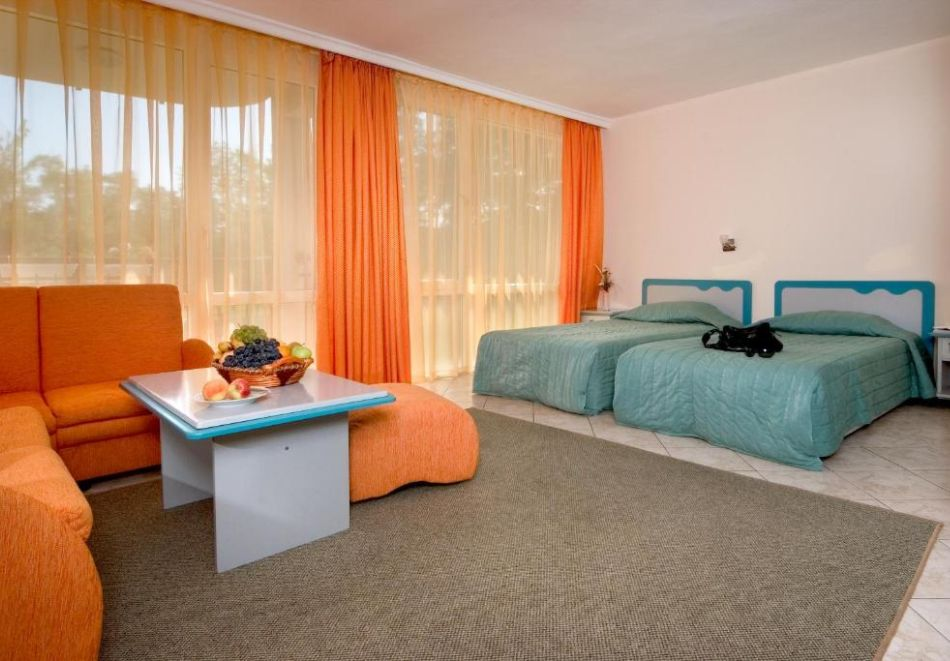 Нощувка на човек  студио със закуска и вечеря + Аквапарк и басейн в хотел Искър, Слънчев бряг на 60м. от плажа, снимка 9