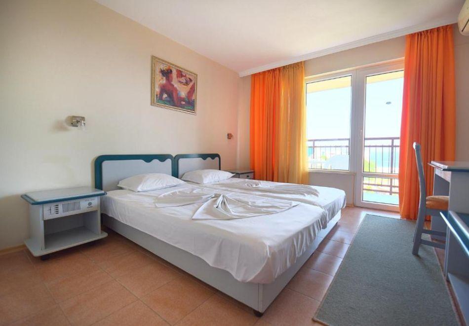 Нощувка на човек  студио със закуска и вечеря + Аквапарк и басейн в хотел Искър, Слънчев бряг на 60м. от плажа, снимка 7