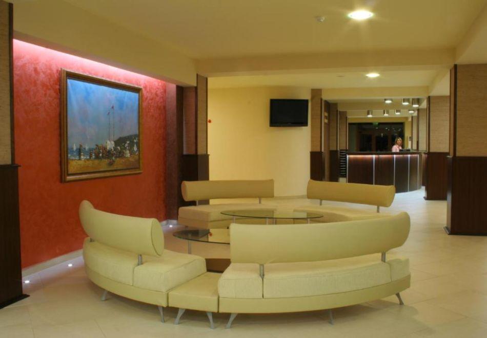 Нощувка на човек  студио със закуска и вечеря + Аквапарк и басейн в хотел Искър, Слънчев бряг на 60м. от плажа, снимка 17