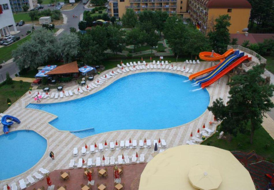 Нощувка на човек  студио със закуска и вечеря + Аквапарк и басейн в хотел Искър, Слънчев бряг на 60м. от плажа, снимка 3