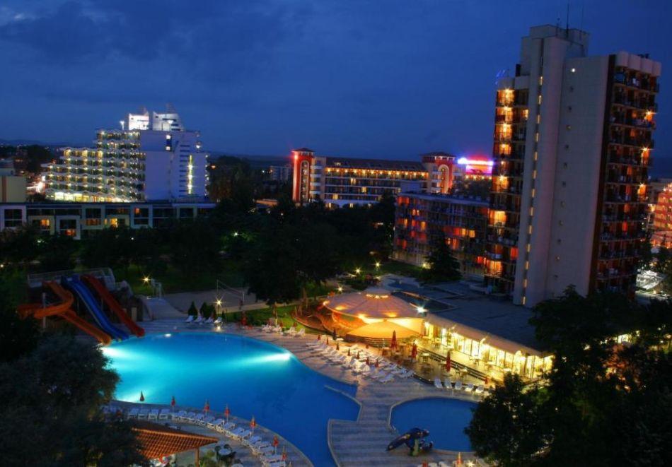 Нощувка на човек  студио със закуска и вечеря + Аквапарк и басейн в хотел Искър, Слънчев бряг на 60м. от плажа, снимка 2