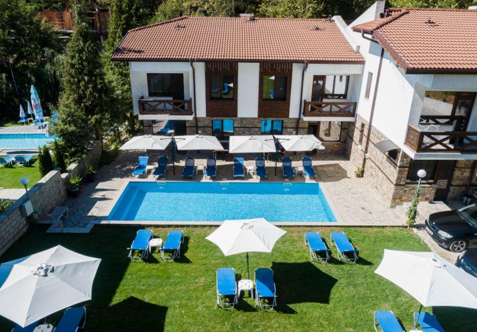 Нощувка със закуска за четирима в апартамент + външен минерален басейн в Къщи за гости Релакс, Огняново, снимка 3