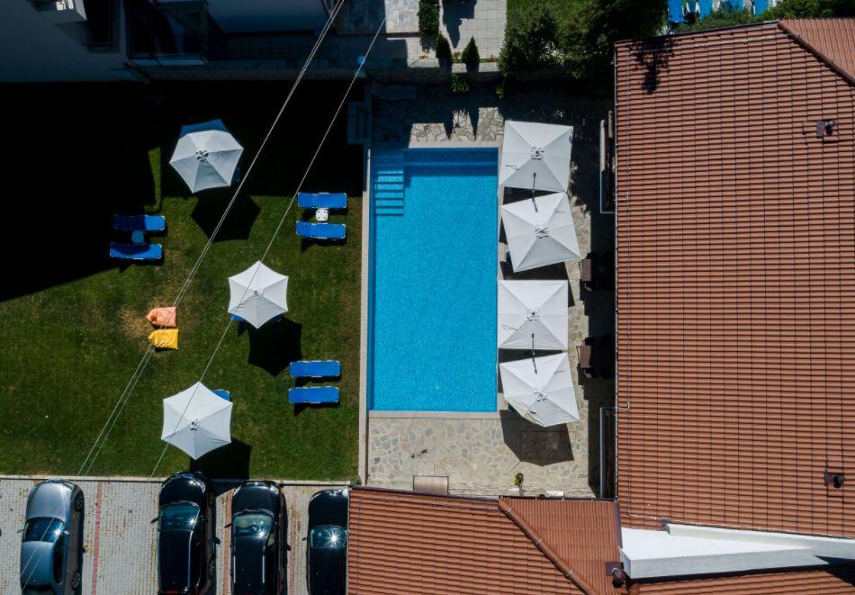 Нощувка със закуска за четирима в апартамент + външен минерален басейн в Къщи за гости Релакс, Огняново, снимка 21